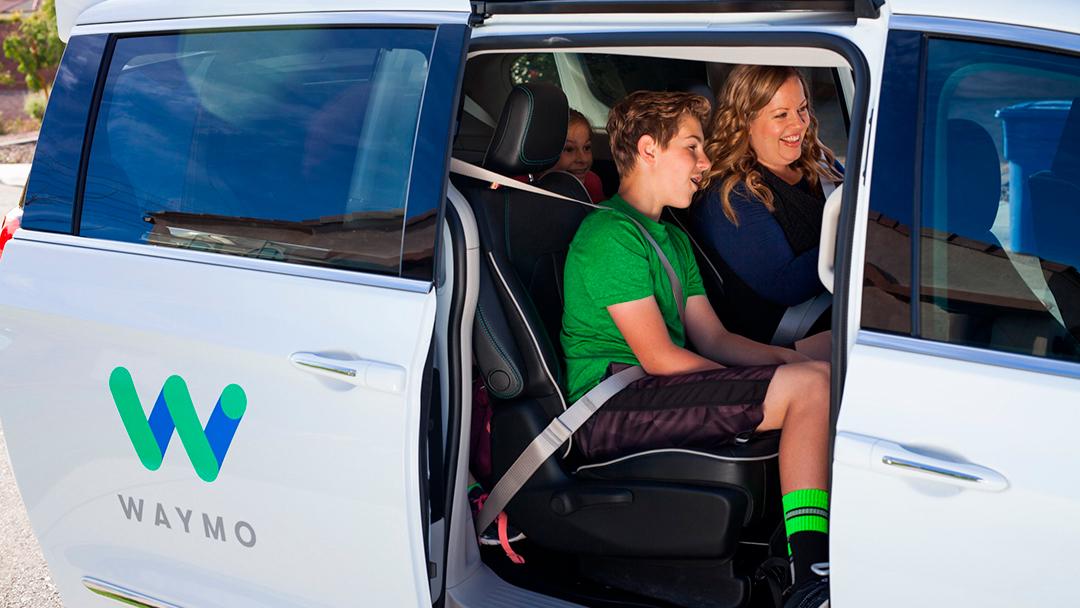 Waymo está dejando que la gente se suba a sus coches autónomos en EE.UU.