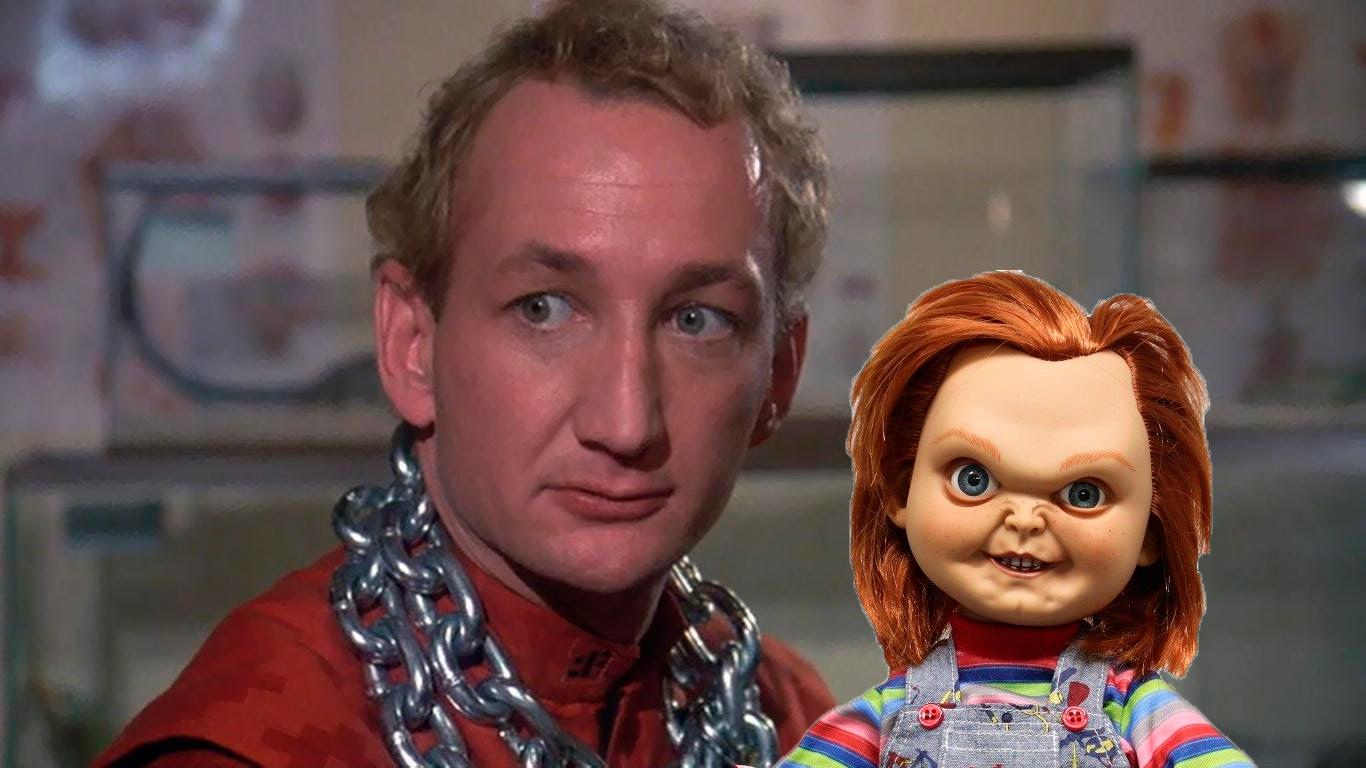 Un joven Robert Englund y Chucky