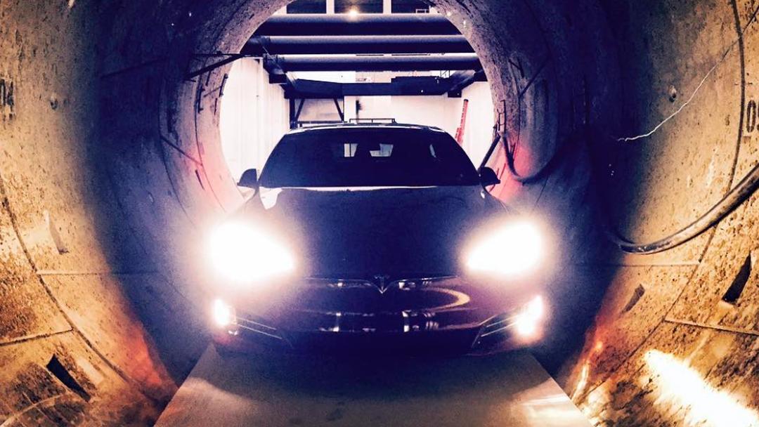 Así luce el Model S en un túnel de The Boring Company