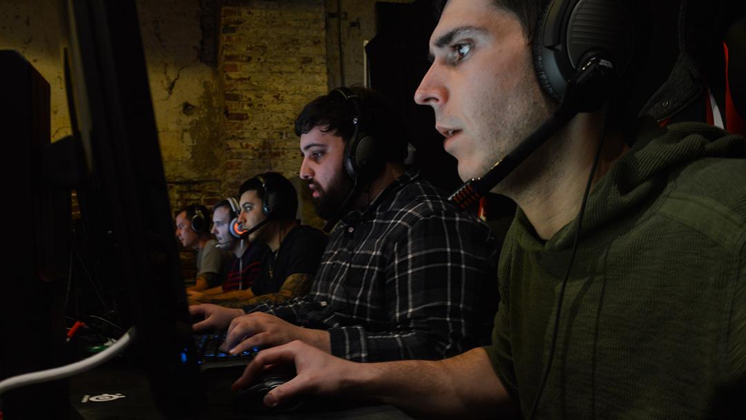 un conjunto de vagos jugando videojuegos