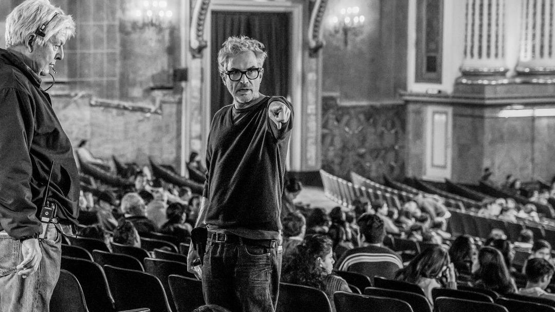 El mexicano ALfonso Cuarón filmando Roma