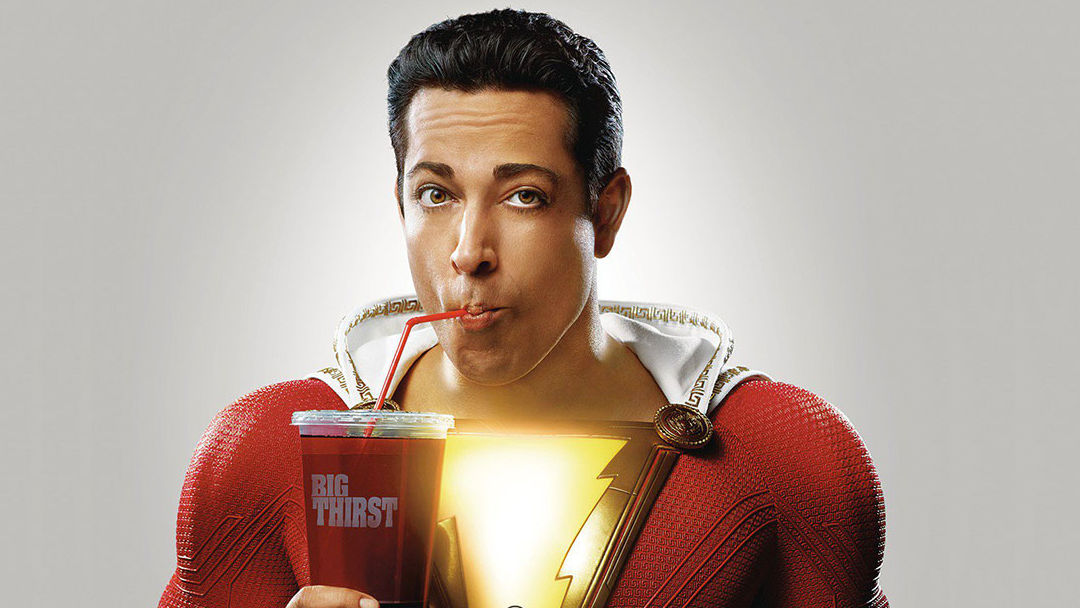 El actor Zachary Levi interpretando a Shazam