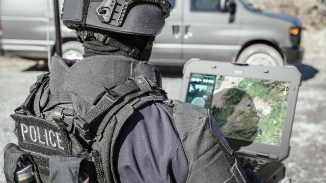 latitude-rugged-dell-computadoras-laptops-resistentes-soldados