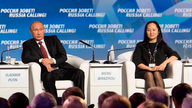 El presidente de Rusia, Vladimir Putin, junto a Meng Wanzhou, directora financiera de Huawei e hija de Ren Zhengfei.