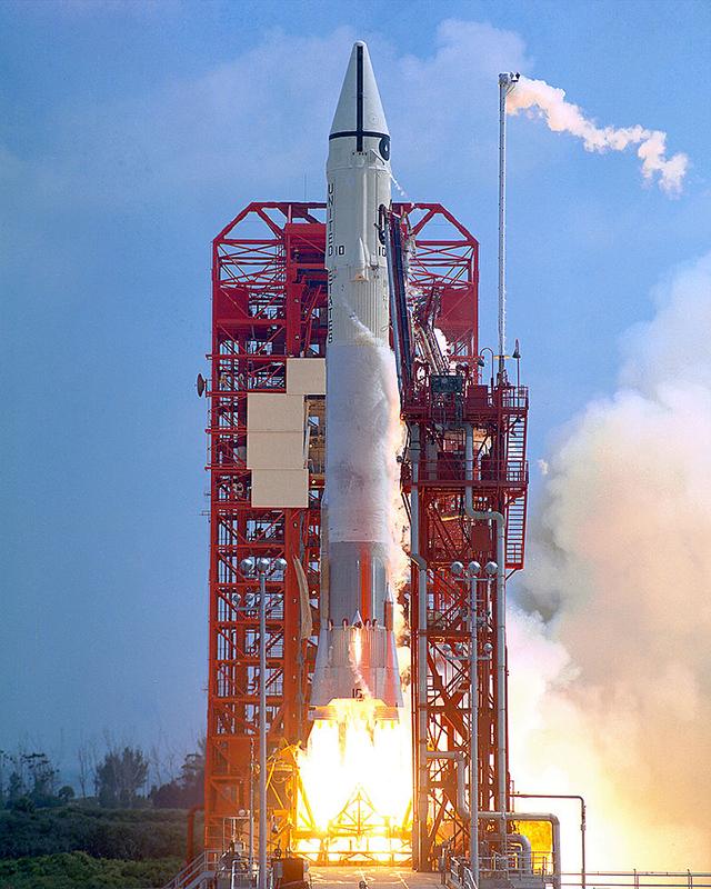 Cohete Espacial NASA Color