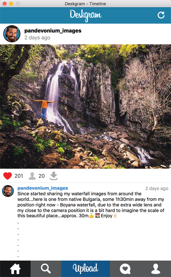 Captura de la app Deskgram hombre alzando los brazos junto a una cascada