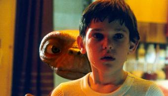 E.T. El extraterrestre al lado de Elliot