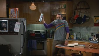 Sheldon con Spray