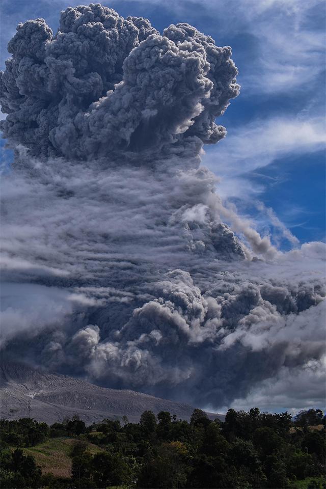 Letusan gunung berapi Sinabung Indonesia
