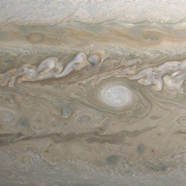 Así es volar sobre Júpiter en la nave espacial Juno