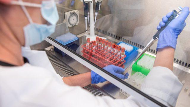 AstraZeneca combinará su vacuna con Sputnik V