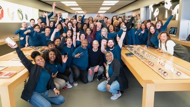 Empleaos de Apple volverán en junio a las oficinas