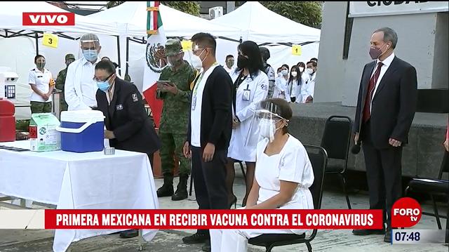 Primera persona en recibir la vacuna en México