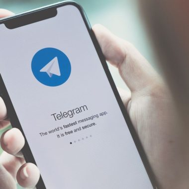 Apple enfrenta demanda para retirar Telegram