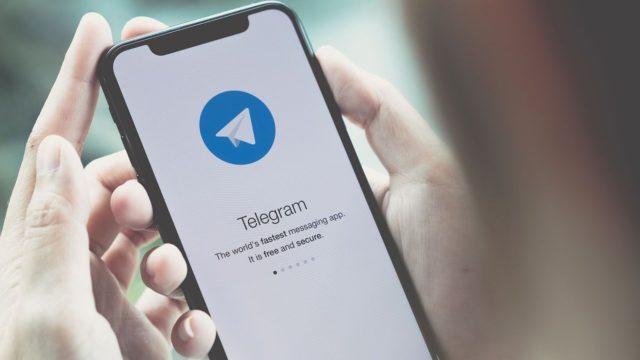 Apple enfrenta demanda para retirar Telegram