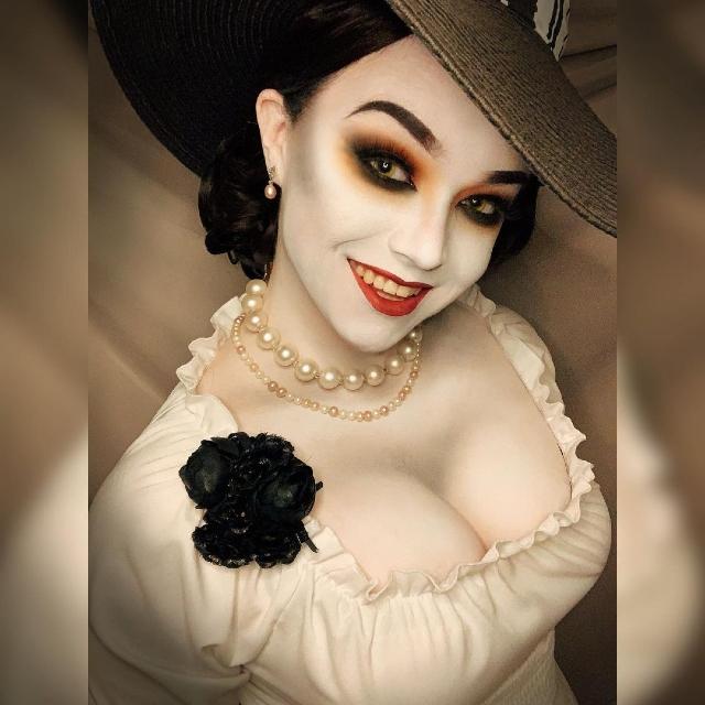 Resident Evil Village: Lady Dimitrescu Cosplay